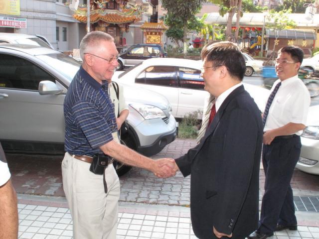 2009_0922國外專家演講者參訪社區藥局(知達藥局)_007